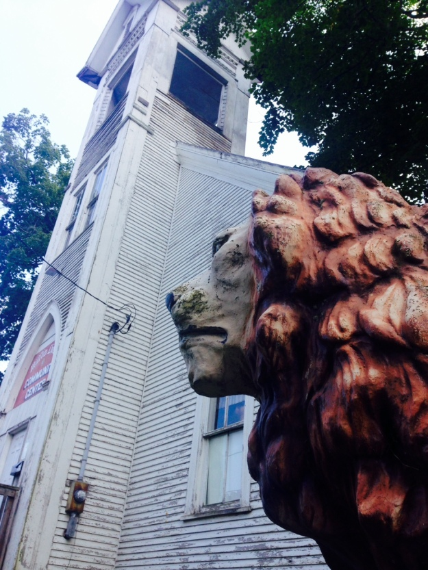 A lion at the gate of the Mifflen Methodist church